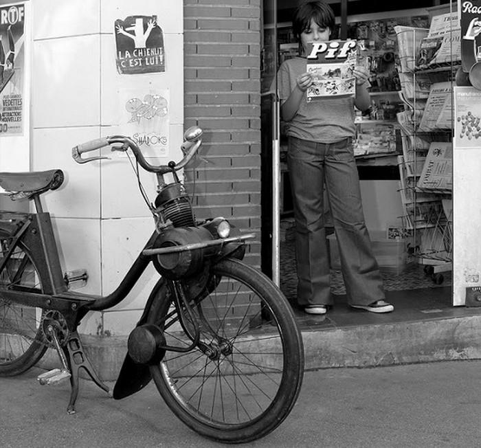 1960-as_evek_parizsi_eletkep_pif-fel_es_egy_kulonleges_motorkerekparral_cr.jpg
