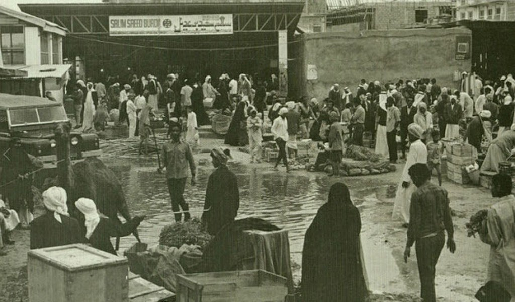 1970_korul_dubaj_egyik_piaca_egy_kiados_eso_utan.jpg