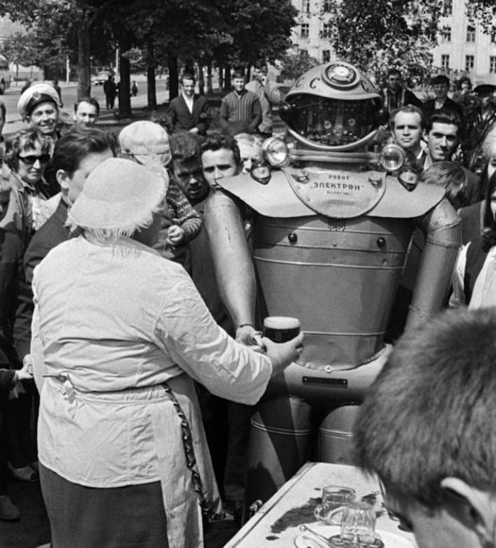 1969_elektron_az_egyik_szovjet_robot_a_sok_kozul_egy_bemutaton.jpeg