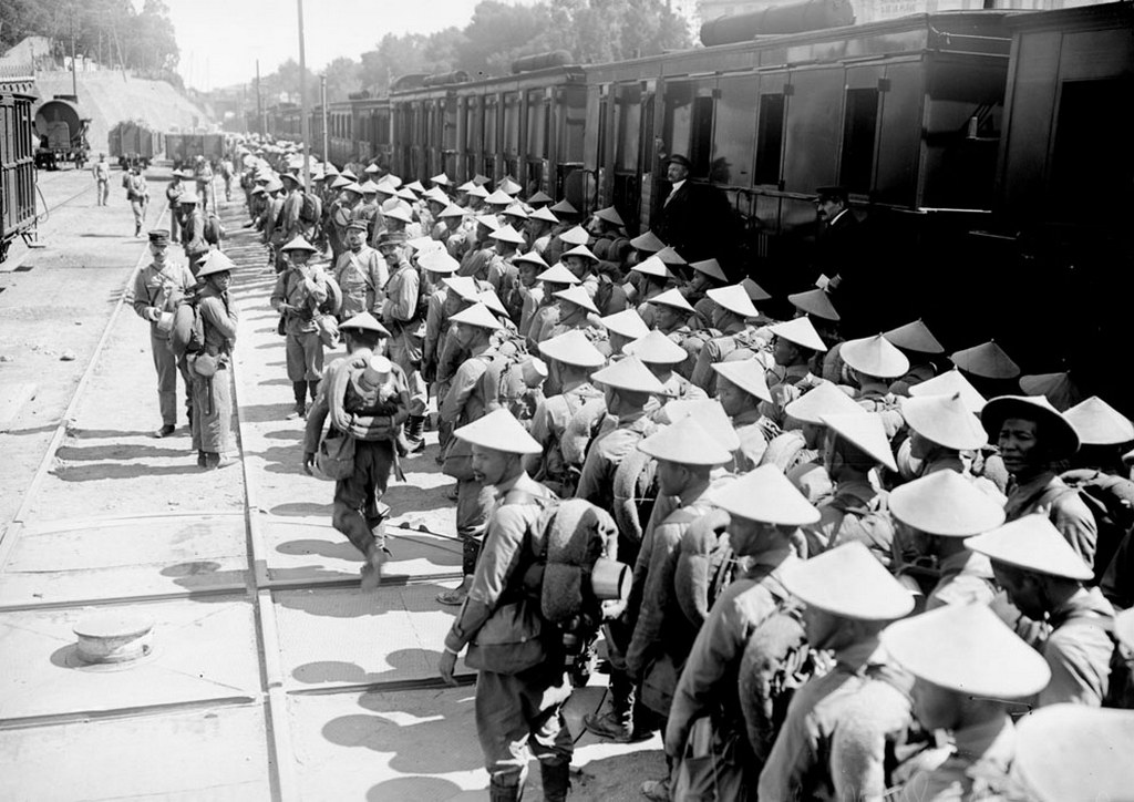 1916_vietnamese_soldiers_arriving_at_saint-rapha_l_france_at_that_time_vietnam_was_a_colony_of_france_known_as_french_indochina.jpg