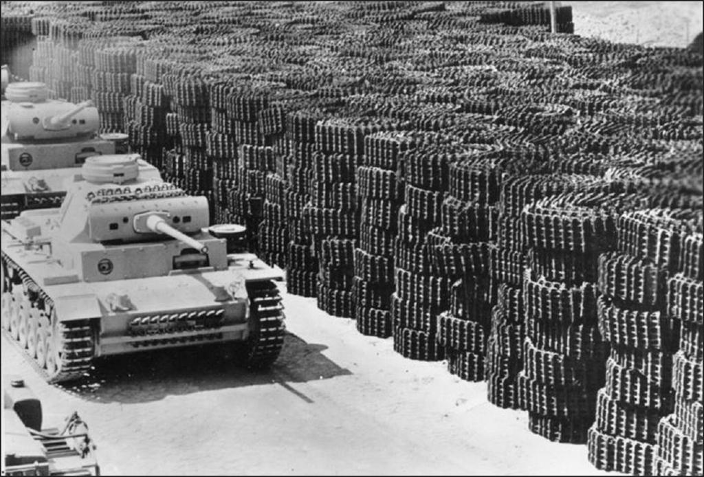 1942_panzer_iii_l_pancelosok_es_rengeteg_lanctalp_a_gyarudvaron.jpg