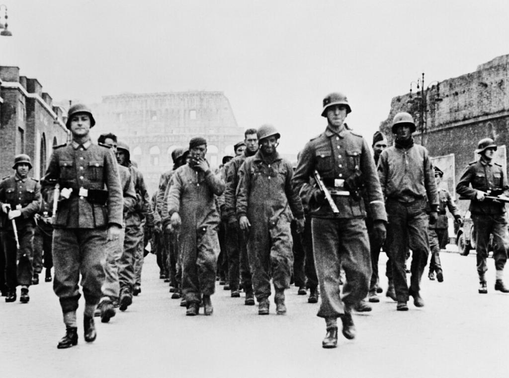 1944_az_olaszorszagi_anzional_partraszallt_fogsagba_esett_amerikaiakkal_paradeznak_a_nemetek_romaban.png