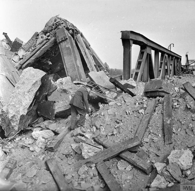 1945_marcius_25_prime_minister_churchill_crossing_the_rhine_on_blown_bridge_at_wesel.jpg