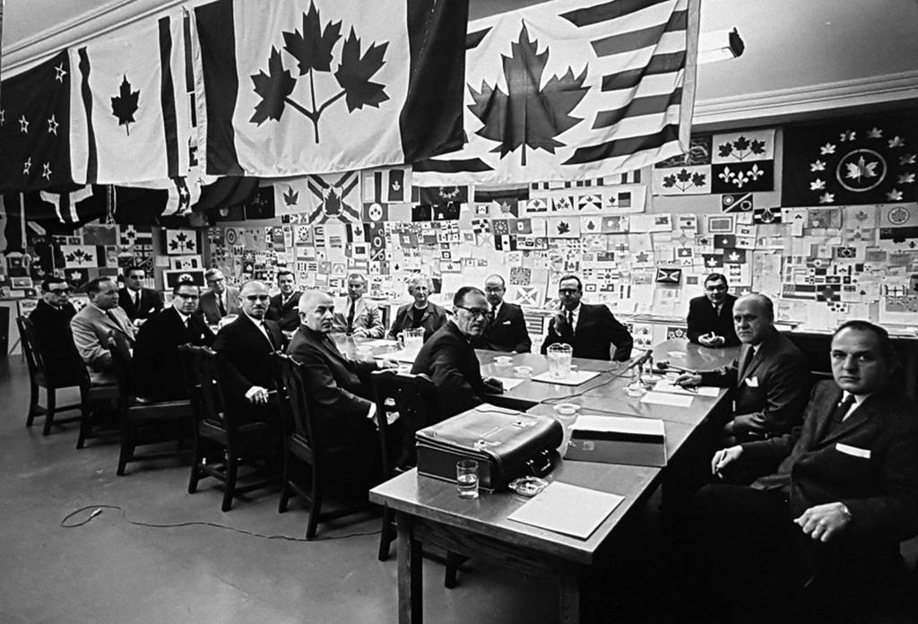 1964_a_bizottsag_dont_a_nemzeti_zaszlo_kanada.jpeg