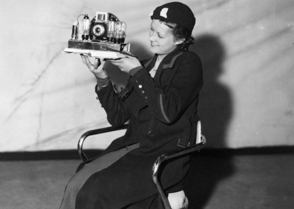 1933_smallest_radio_on_radio_exhibition_at_olympia_exhibition_centre_west_london.jpeg