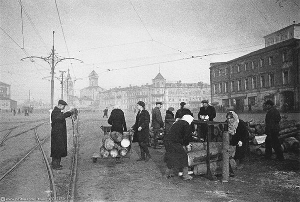 1941_tuzifa-arusitas_moszkvaban.jpg