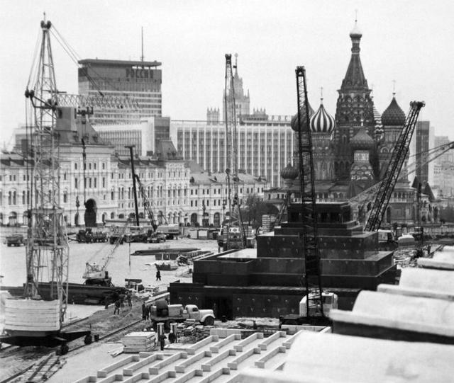 1974_rekonstrukcioja_voros_ter_1974_moszkva.png