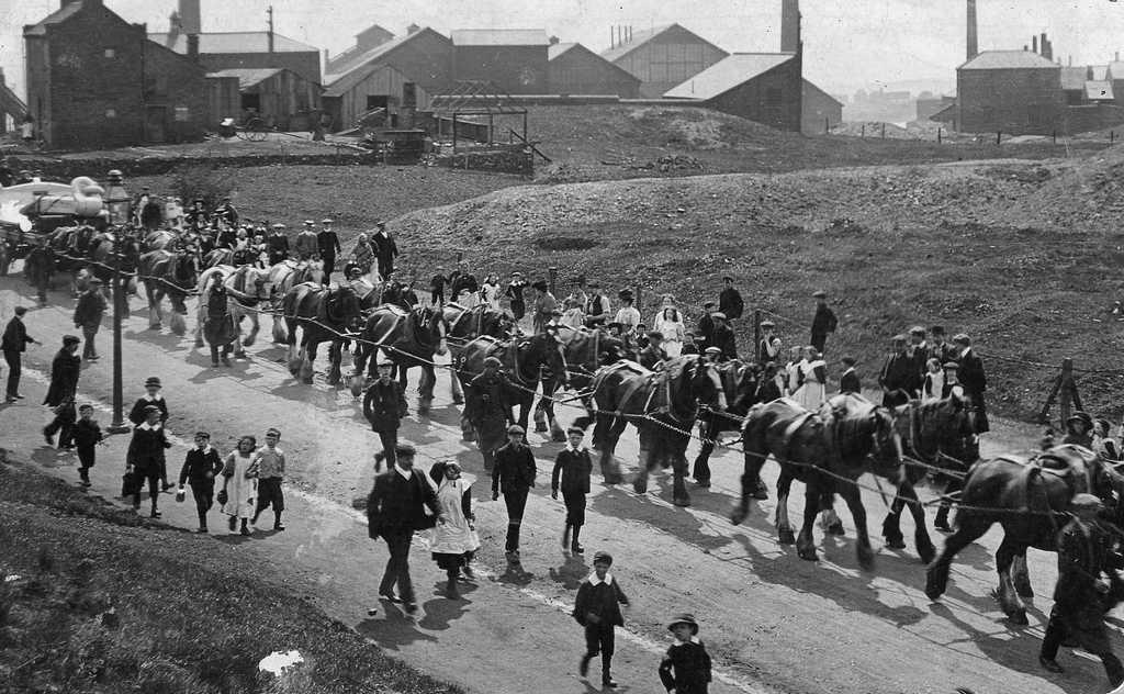 1911_a_titanic_16_tonnas_horgonyanak_szallitasa_dudley-i_gyar_es_netherton_kozott.jpg