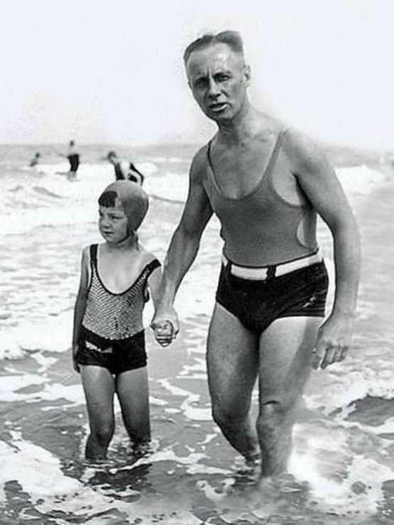 1933_manfred_and_erwin_rommel_at_the_beach_germany.jpg