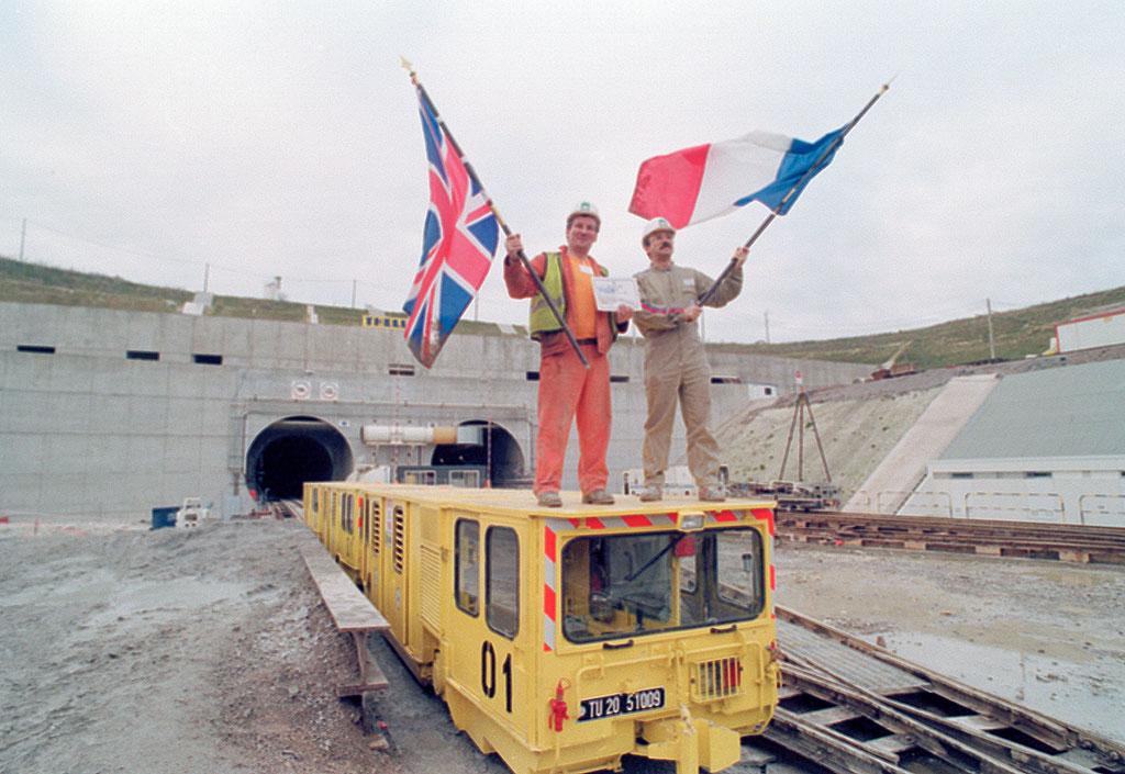 1990_az_angol_es_francia_epitok_az_epitoiparban_a_csatorna-alagut_alatt_a_la_manche_csatorna_december_1_1990_franciaorszag_anglia.jpeg