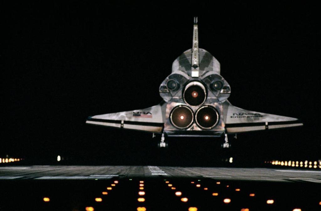 1996_januar_20_leszallas_a_space_shuttle_endeavour_sts-72-januar_20_1996_kennedy_space_center_usa.jpeg