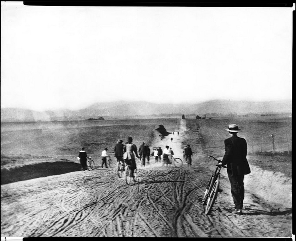 1895_looking_north_on_western_avenue_from_pico_boulevard_los_angeles_1895.jpg