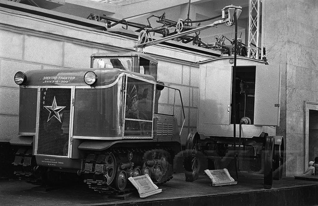 1939_elektromos_traktor_vime_4_500_a_szovjet_mezogazdasagi_kiallitason.jpeg