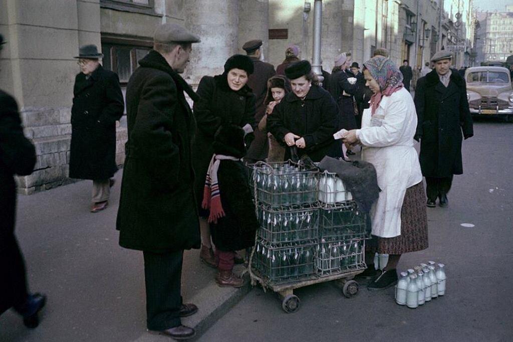 1959_kereskedelmi_tej_az_utcan_oktober_25_1959_moszkva.jpeg