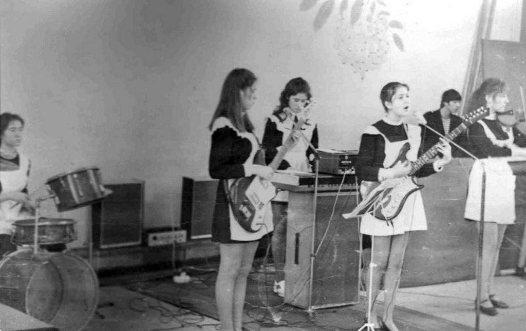 1980-as_evek_rockbanda_egy_szovjet_kozepiskolaban.jpeg