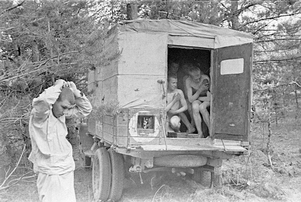 1942_mobil_szovjet_katonai_fertotlenito_furdohely_a_ii_vilaghaboruban.jpeg