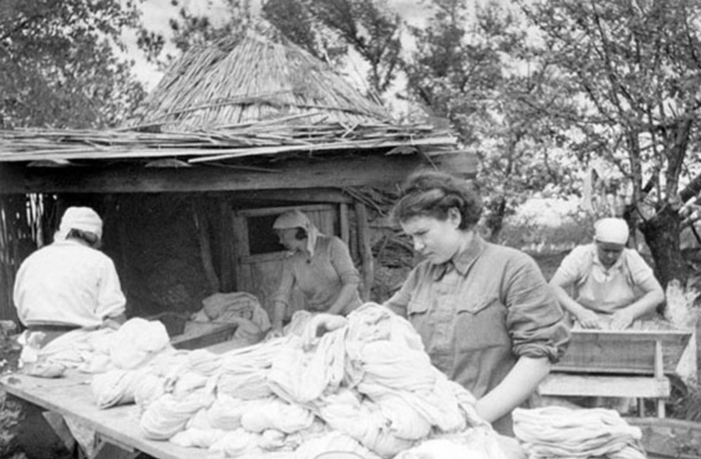 1943_a_voros_hadsereg_harcteri_mosodaja_a_honvedo_haboru_idejen.jpg