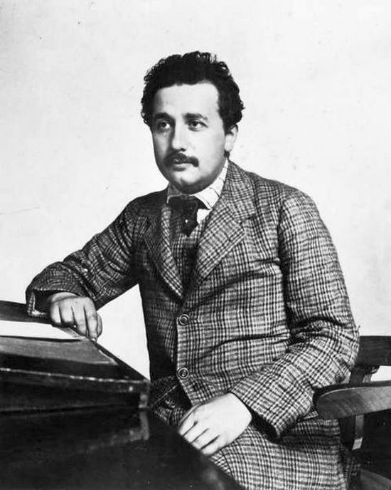 1950_albert_einstein_as_a_patent_clerk.jpg