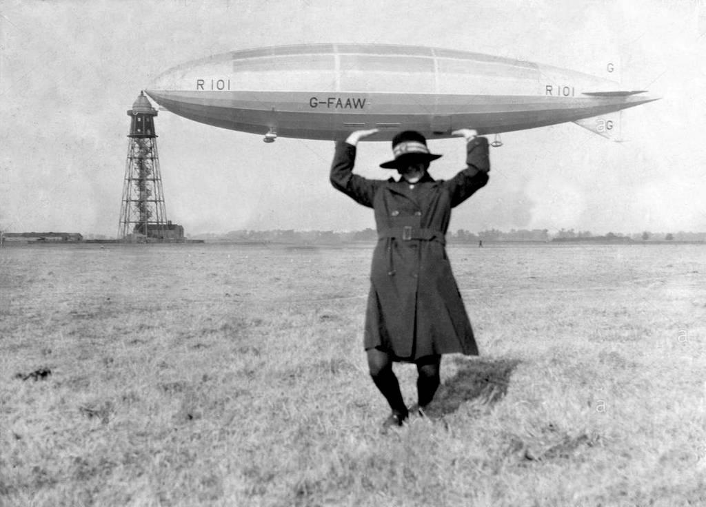 1929_ezt_sem_manapsag_taaltak_ki_egy_no_a_women_s_army_auxiliary_corp_egyenruhajaban_tartja_a_tragikus_sorsu_r101-es_brit_leghajot.jpg