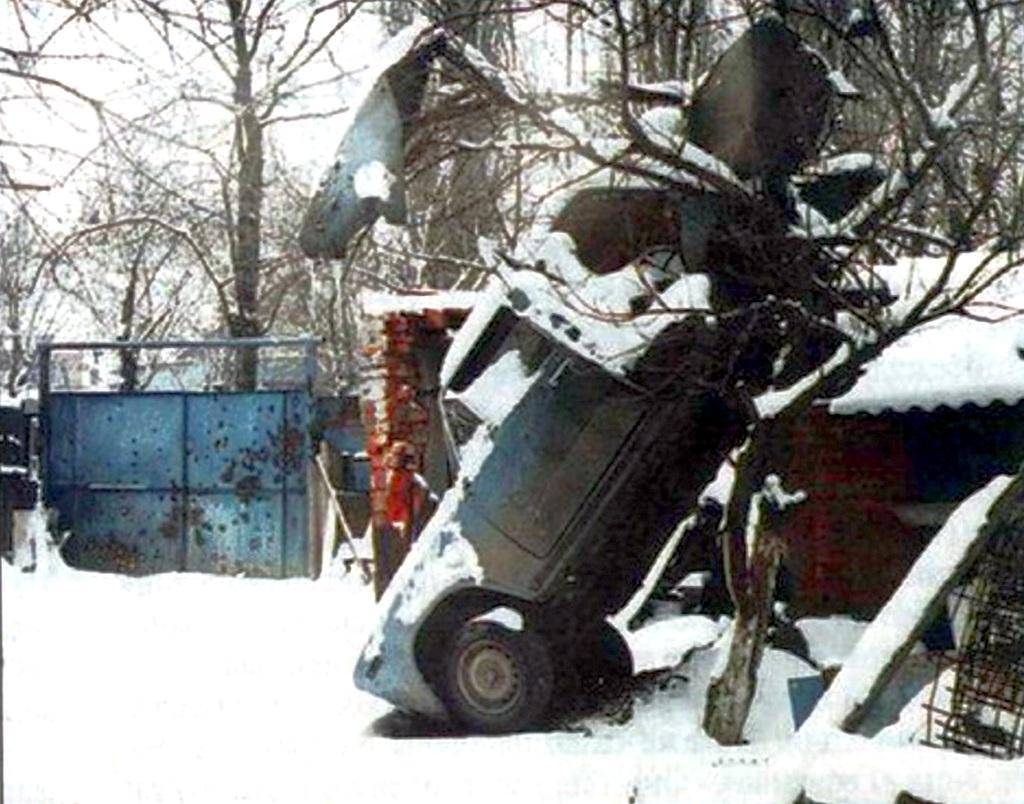 1995_az_elso_csecsen_haboruban_egy_orosz_bomba_repitette_ezt_a_zsigulit_a_fara.jpg