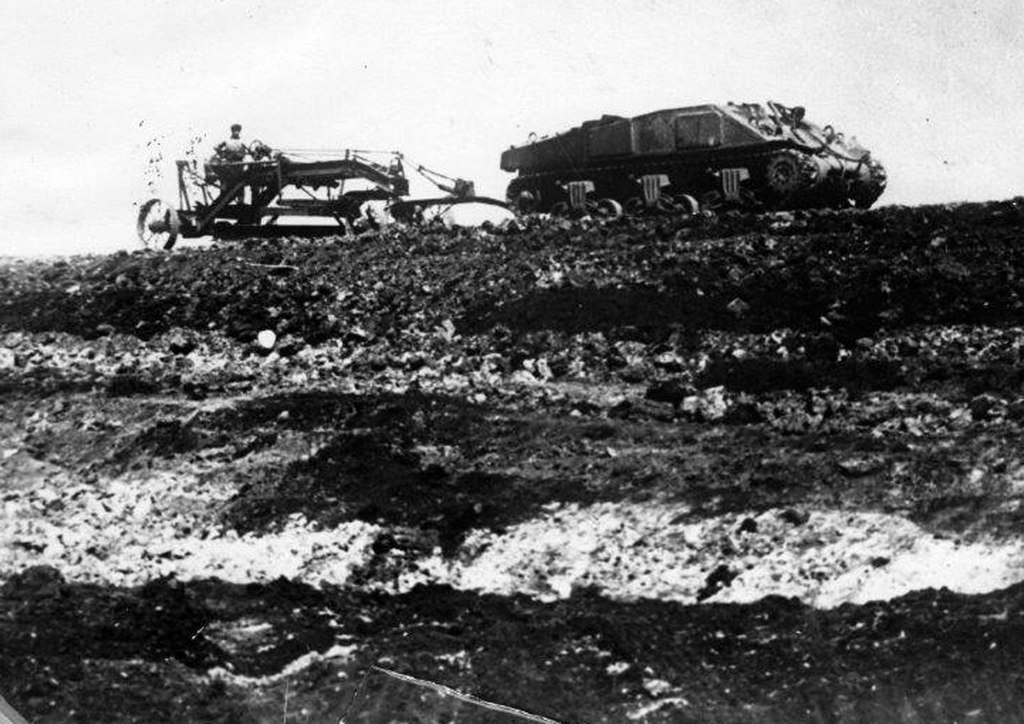 1940_sherman_tank_eke_helyett_egy_traktor_1940_cseljabinszk_regioban_szovjetunio.jpeg