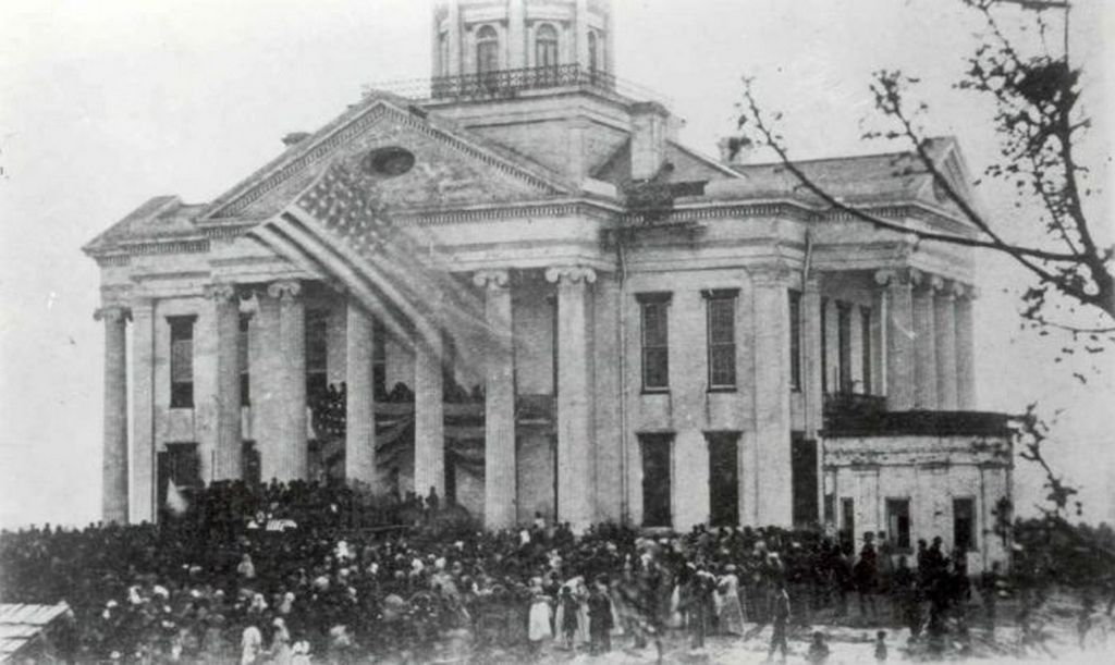 1865_a_large_crowd_made_up_of_many_african_americans_mourn_the_death_of_abraham_lincoln_outside_the_courthouse_in_vicksburg_mississippi.jpg
