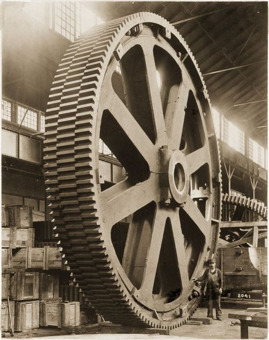 1913_mesta_machine_company-nal_keszult_8_meter_atmeroju_70_tonnas_fogaskerek_koranak_legnagyobbika.jpg