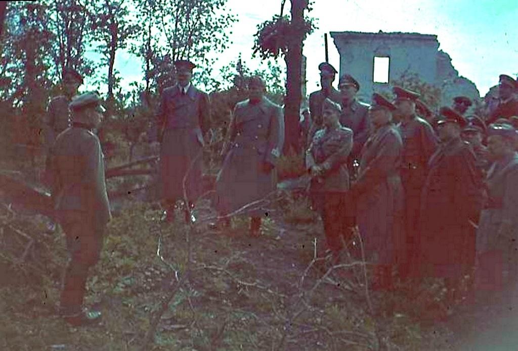 1941_augusztus_1_hitler_es_mussolini_a_keleti_fronton_keitel_tabornok_beszamolojat_hallgatja.jpg