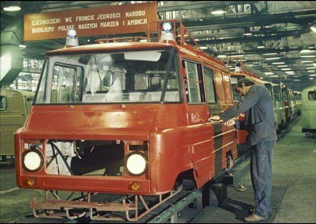 1970-es_evek_zuk_production_line_in_communist-era_poland.jpg