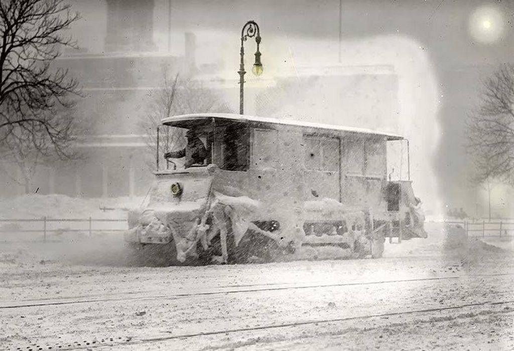 1910_a_new_york_city_trolley_rolls_through_a_snowstorm_in_january.jpg