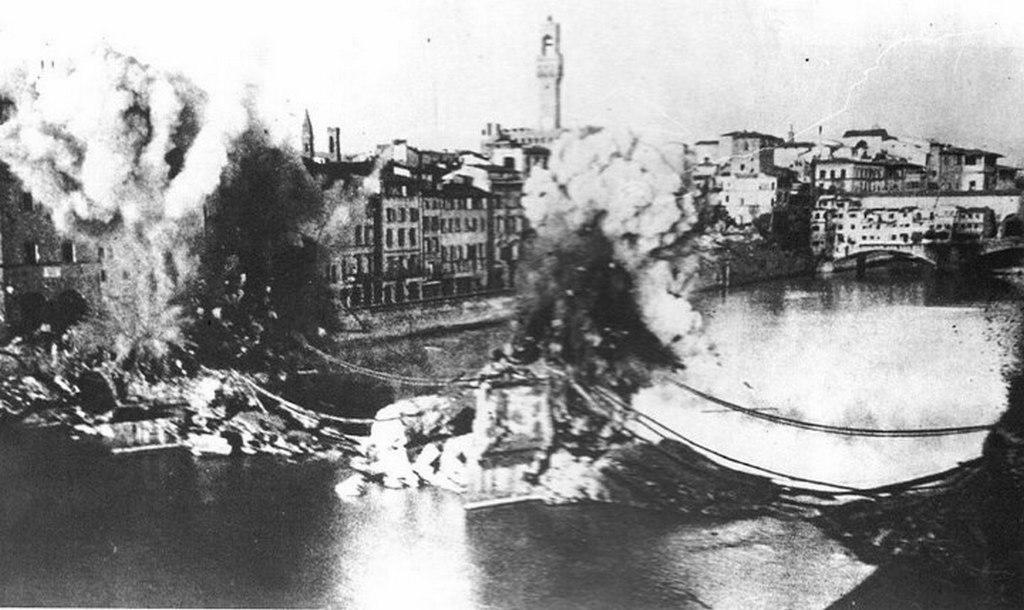 1944_a_visszavonulo_nemetek_felrobbantottak_hidak_firenzeben_olaszorszag.jpg