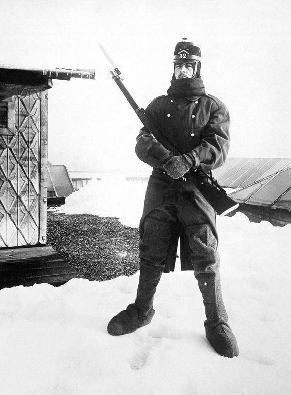 1918_swiss_soldier_observes_fighting_between_italian_and_austro-hungarian_troops_in_the_alpines.jpg