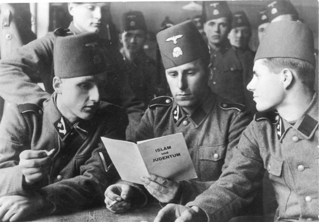 1943_soldiers_of_the_13th_ss_division_with_a_brochure_islam_and_judaism.jpg