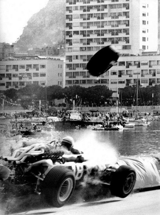 1967_majus_7_lorenzo_bandini_olasz_pilota_vegzetes_balesete_a_monaco-i_nagydijon.jpg