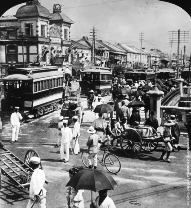 1905_traffic-and-pedestrians-in-one-of-tokyo_s-main-streets-circa-1905.jpg