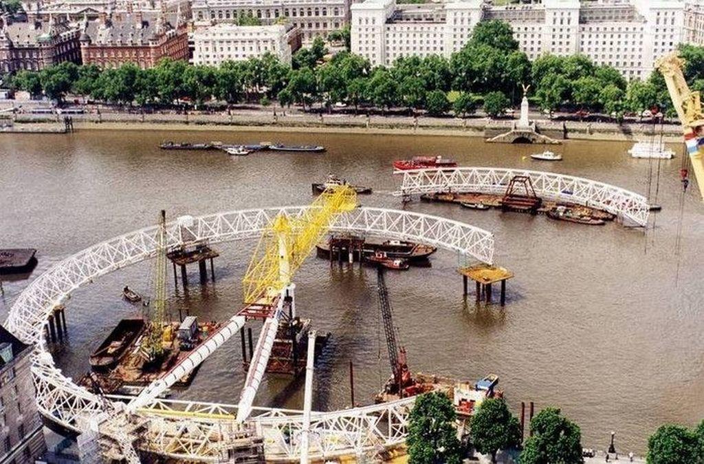 1999_the_london_eye_being_built.jpg