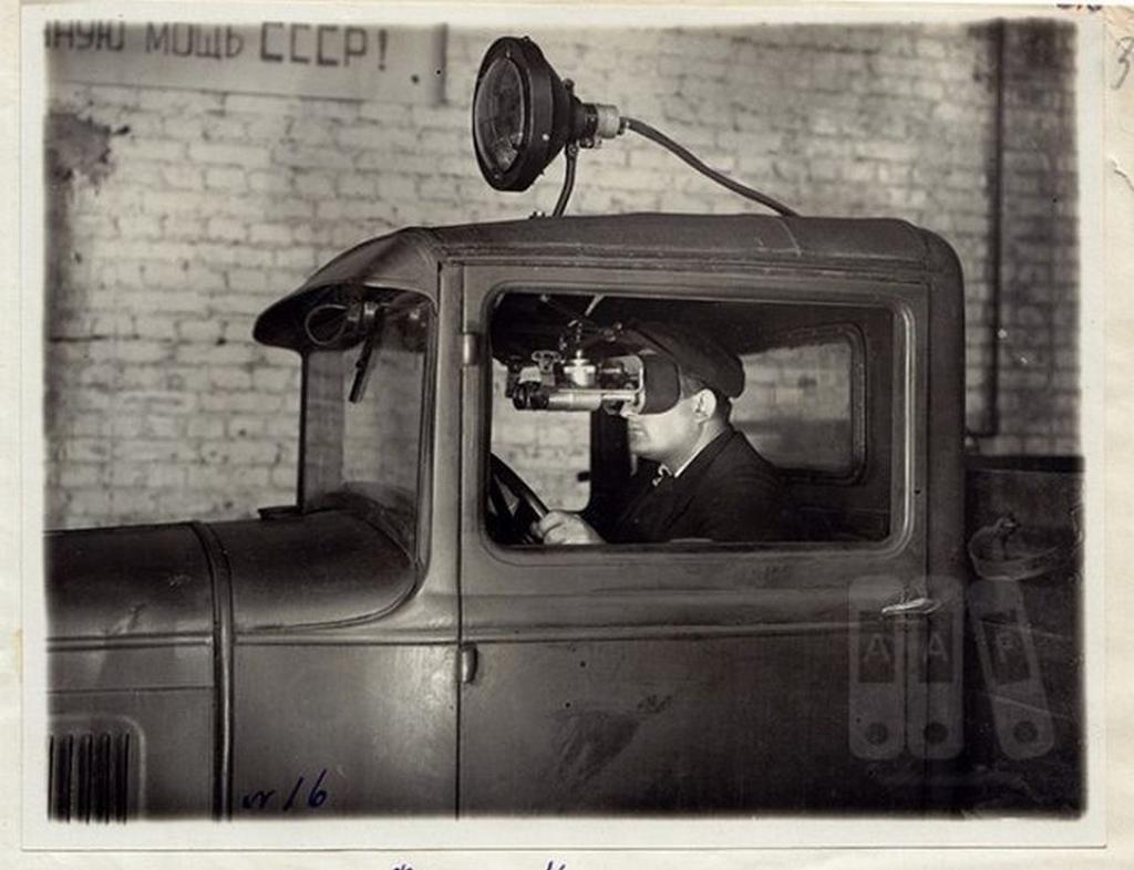 1941_ejjellato-rendszerrel_felszerelt_gaz-aa_teherauto_a_szovjetunioban_a_nemet_elorenyomulas_miatt_megnott_a_legitamadas_veszelye_az_utanpotlast_szallito_teherautok_ellen.jpeg