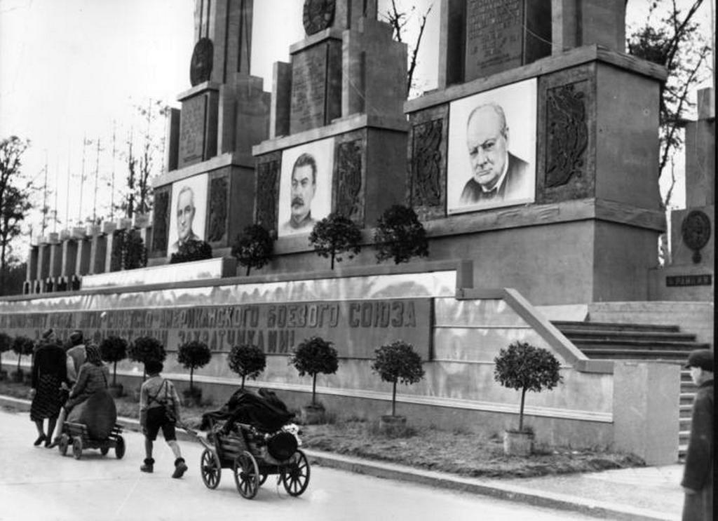 1945_berlin_a_visszatero_nemet_menekultek.jpeg