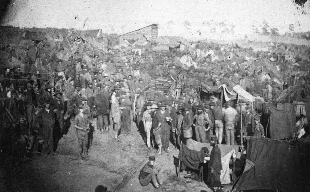1864_union_prisoners_getting_rations_at_fort_sumter.jpg