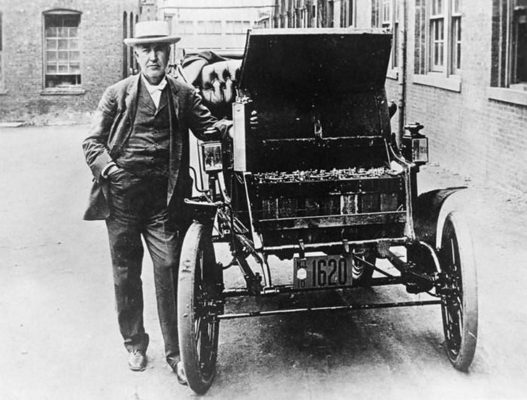 1895_thomas_edison_es_az_elso_elektromos_edison_baker.jpeg