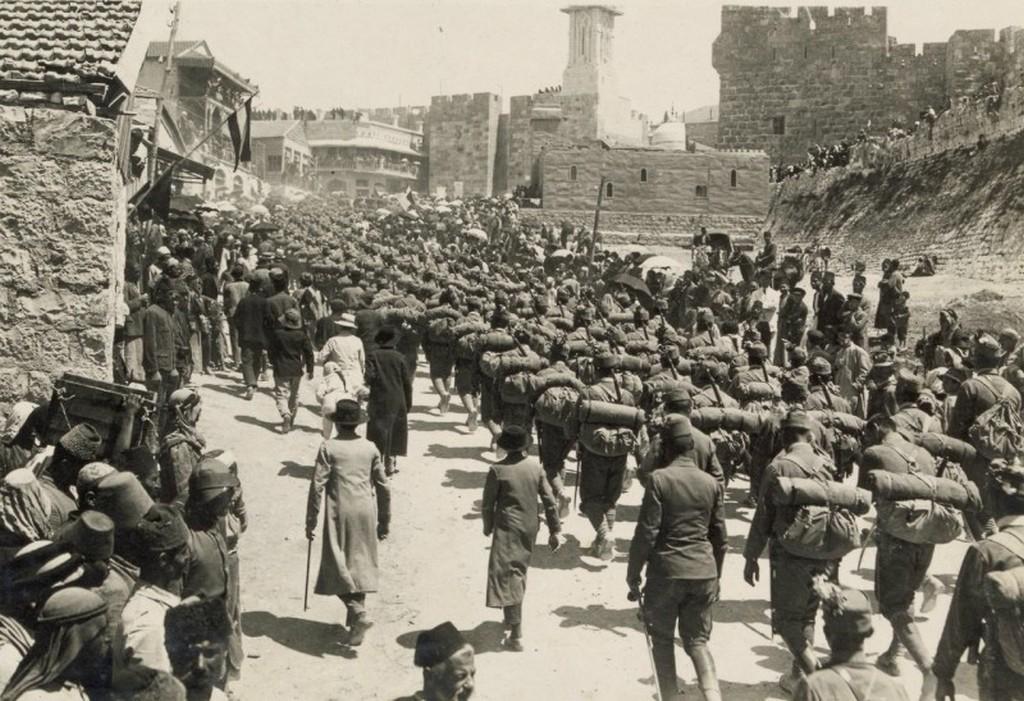 1915-17_az_osztrak-magyar_hadsereg_osztalya_tropusi_egyenruhaban_jeruzsalem_kozeleben.jpg