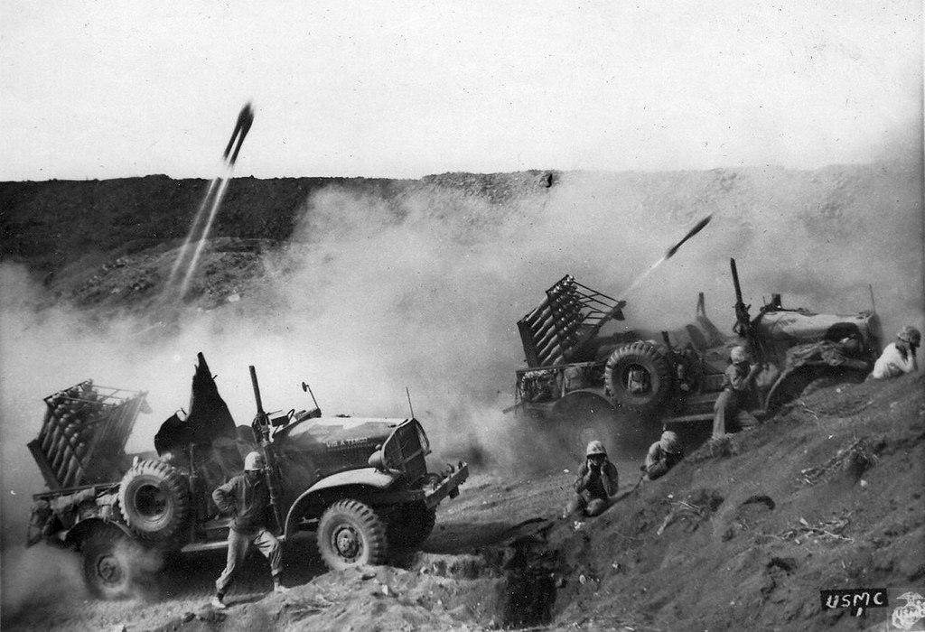 1945_02_28_harvester_m-2-4_iwo_jima_granatvetok.jpg