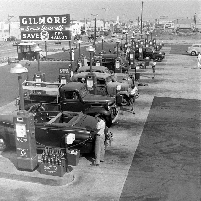 1948_gilmore_oil_s_gas-a-teria_one_of_the_first_self_serve_gas_stations_in_los_angeles.jpeg