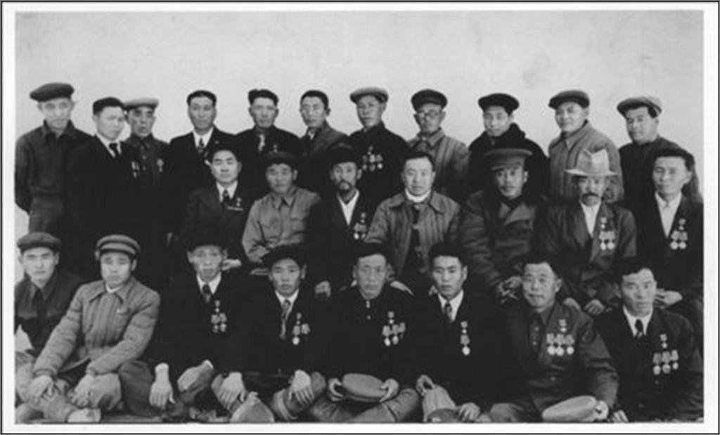 1952_koreai_nemzetisegu_kituntetett_elmunkasok_szovjet-kazahsztanban_1937-ben_sztalin_rendeletere_telepitettek_at_a_szovjet-koreai_hatar_menten_elo_172_ezer_japan_megszallas.png