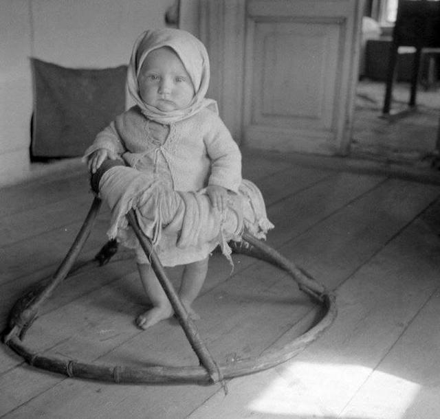 1942_szovjet_falusi_bebikomp.jpeg