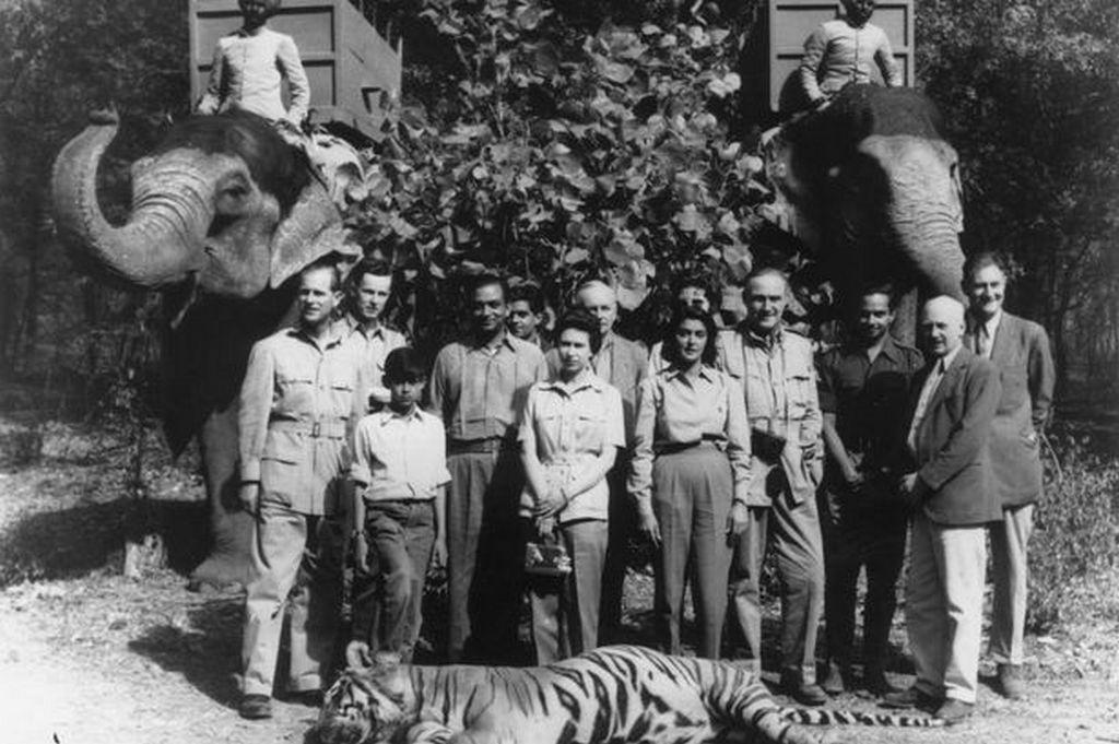 1961_fulop_edinburghi_herceg_egy_indiai_vadaszaton_az_altala_lott_tigrissel_fulop_a_wwf_egyik_alapitoja.jpeg