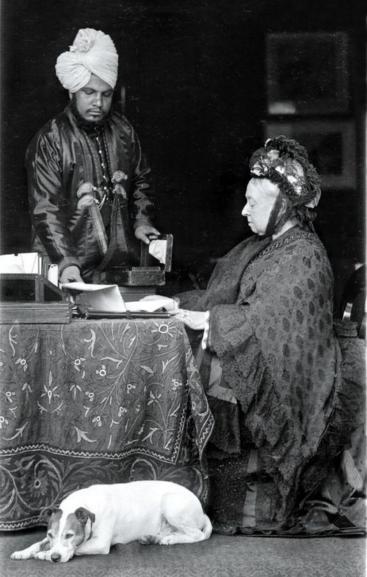 1896_korul_queen_victoria_with_her_indian_servant_abdul_karim.jpg