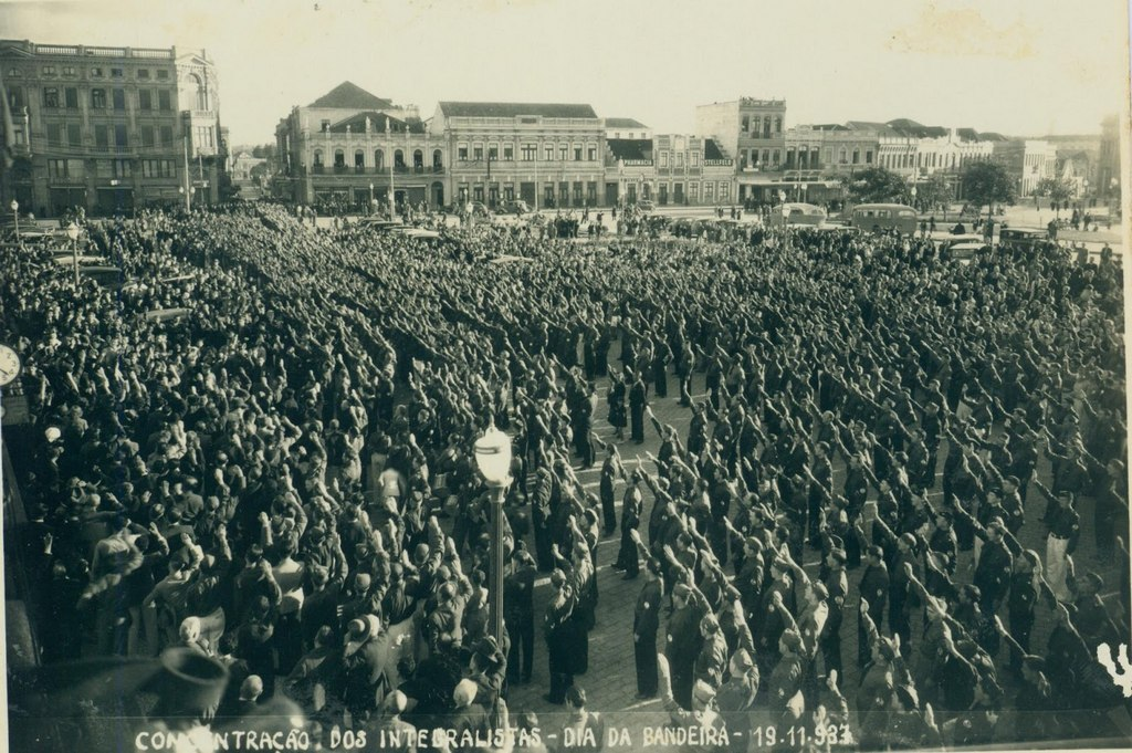 1937_integralistas_during_the_commemorations_of_the_flag_day_blumenau_brazil.jpg