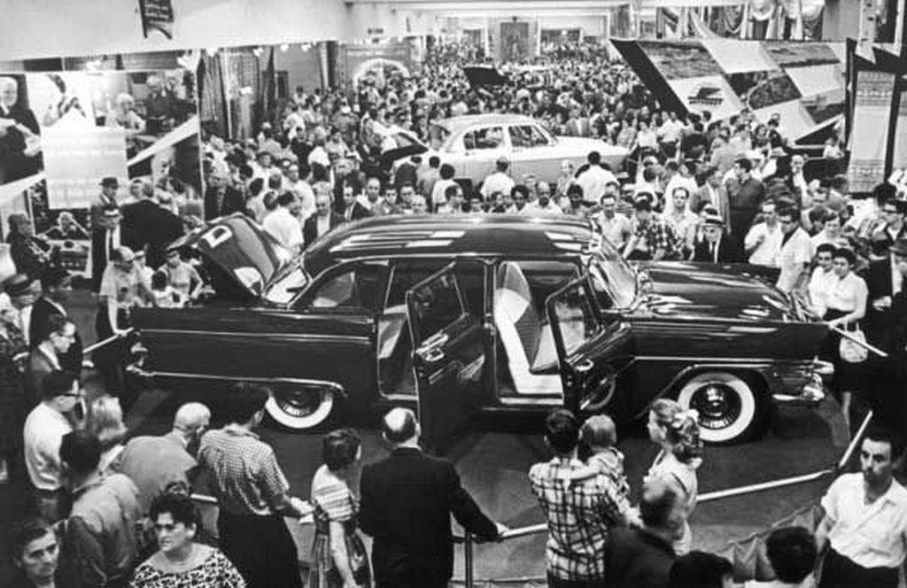 1959_csajka_a_szovjet_kiallitason_new_york-ban_1959-ben_az_usa-ban.jpeg