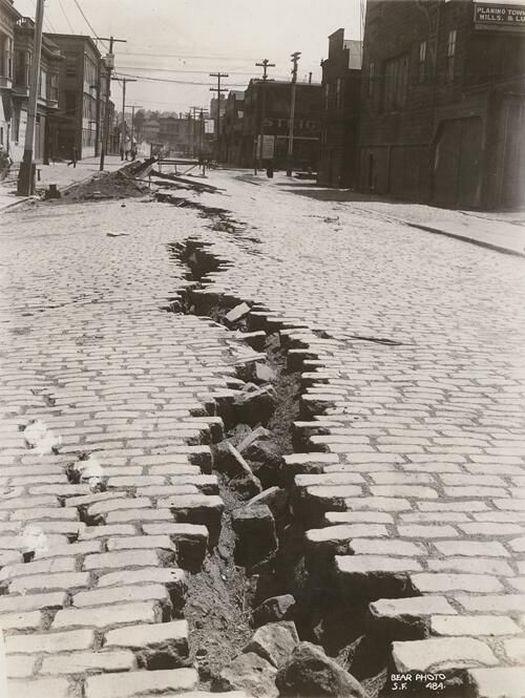 1906_aprilis_18_folsom_street_san_francisco_after_the_great_earthquake.jpg